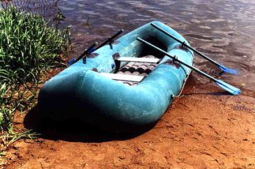 чем заклеить лодку иволга
